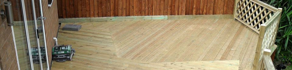 Low fence panels on decking